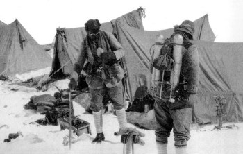 George Mallory et Andrew Irvine, le 4 juin 1924.jpg