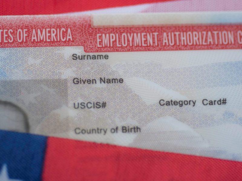 Permisos de trabajo para inmigrantes con órdenes de deportación