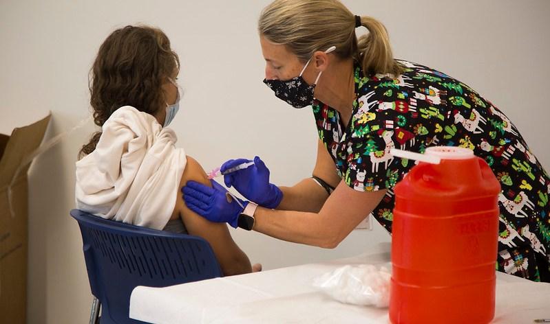 Disparidades raciales en los datos de vacunación covid-19