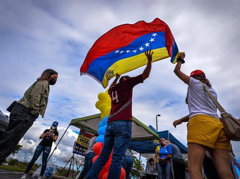 asistencia legal TPS para venezolanos en Charlotte