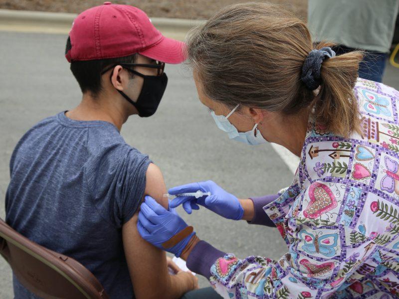 Vacunación sin cita en el Coliseo Bojangles en Charlotte y Mecklenburg