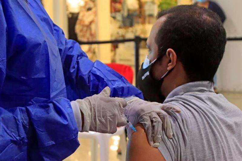 vacunación en Apex