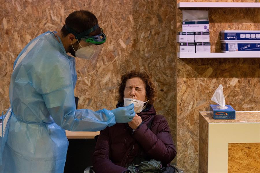 personal-del-CMS-prueba-vacuna-COVID
