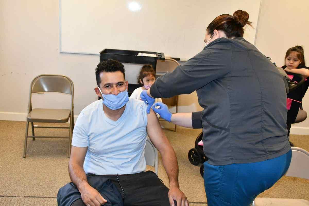 Latinos-vacunados- Carolina-Norte