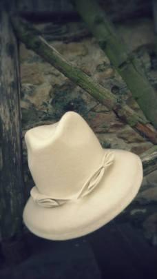 Sombrero fieltro blanco
