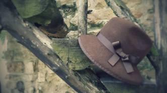 Sombrero fieltro marrón.