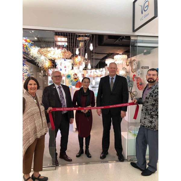 L to R: Elaine Greenberg, Dennis Hoth, Mary Ma, Steve Gehle, and Bert Hoffman cut the ribbon at Viz Glass' first Dallas showroom, TM 4509