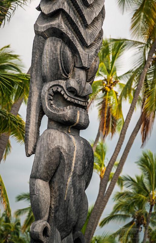 Photo: Wooden Tiki at Hale o Keawe, Pu'uhonua O Honaunau National Historical Park, Big Island of Hawai'i, Hawaii