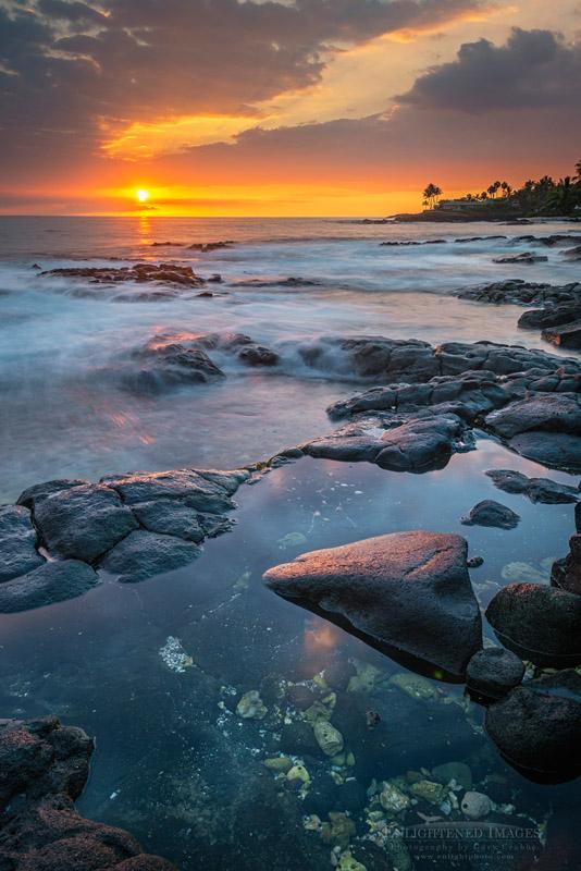 Photo: Sunset over Holualoa Bay, Kailua-Kona, Big Island of Hawai'i. Hawaii