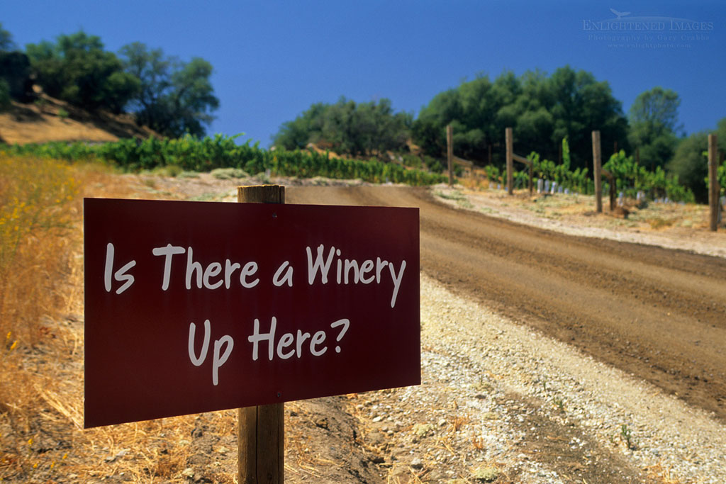 Photo: Sign on the road to Twisted Oak Winery Murphys, Calaveras County, California