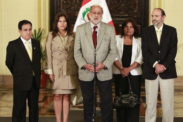 Daniel Abugattás y voceros políticos
