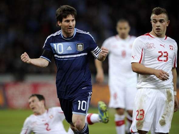 Messi fue figura con su selección al marcar un hat-trick