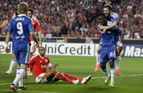 Kalou celebra el gol con el que Chelsea derrotó 1-0 al Benfica en Lisboa