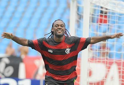Wagner Love celebra el único gol con el cual Flamengo derrotó al Emelec