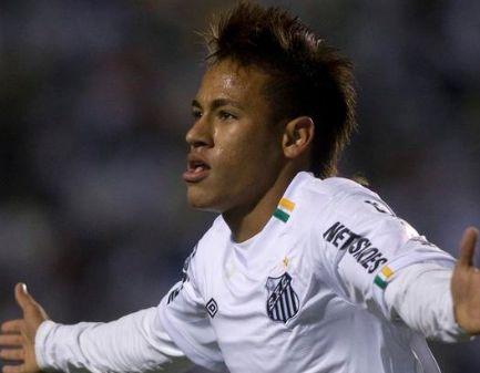 Neymar fue figura en el triunfo del Santos al anotar un hat-trick