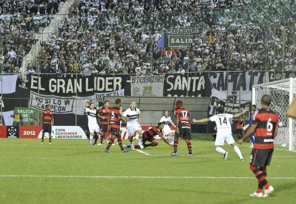 Desde un tiro de esquina nació el gol de Orteman. Olimpia derrotó 3-2 a Flamengo