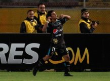 Alustiza celebra el primer gol del Deportivo Quito