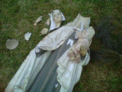 Inaceptable acción contra imágenes de la Virgen María (Foto: Municipalidad de Barranco)
