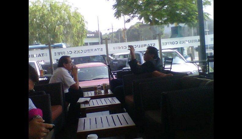 Encuentro en conocido Café