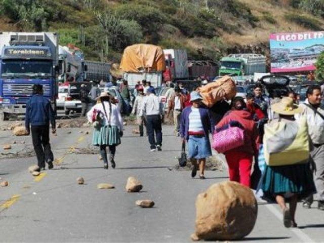 Mineros amenazan con más bloqueos