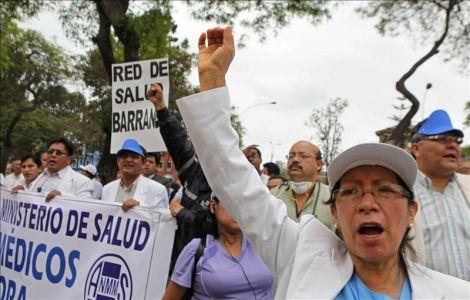 Más de 8 mil médicos de EsSalud anuncian huelga nacional indefinida