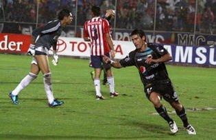 El argentino Alustiza celebra uno de sus cuatro goles que hizo para el Deportivo Quito