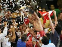 Alberto Rossel celebra su título mundial de box en la categoría minimosca