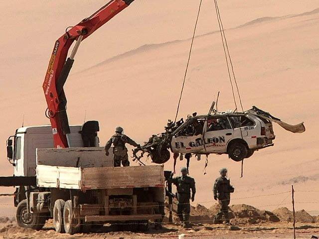 Taxi destruido por mina antipersonal en la frontera