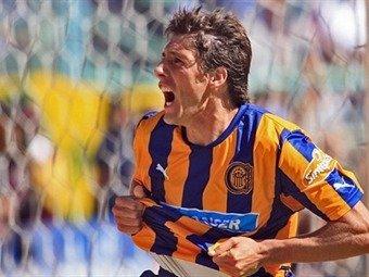 Castillejos fue figura al anotar dos goles en el triunfo de Rosario central 3-0 sobre Huracán