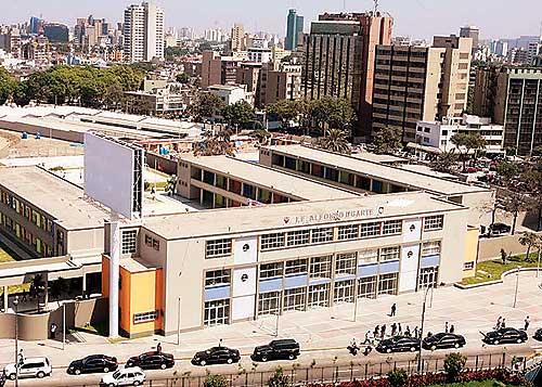 Colegio emblemático Melitón Carbajal