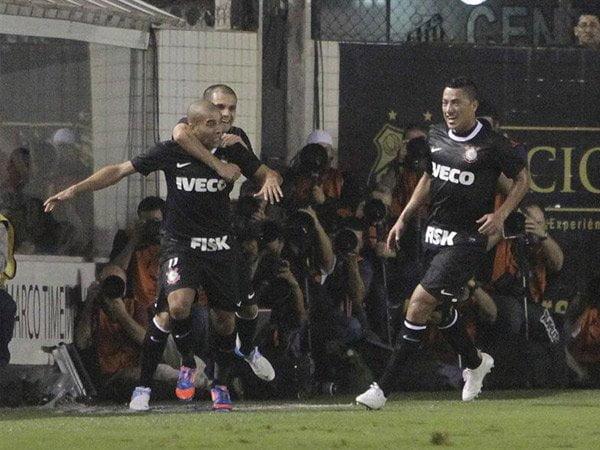 Corinthians está a un paso de la final copera