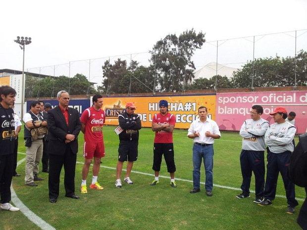 Ollanta Humala junto a los seleccionados
