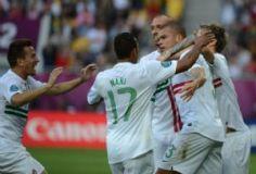 Portugal celebra uno de los goles con lo que logró derrotar 3-2 a Dinamarca