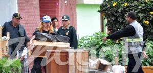 César Osorio, el Axl Rose Peruano en pleno desalojo (Foto: Magaly TV)