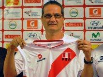"""José Francisco """"Chico"""" Dos Santos firmó contrato como técnico de la selección femenina de vóley por los próximos cuatro años"""