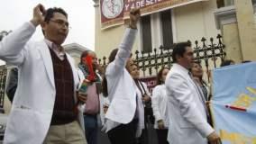 Médicos a la huelga, pero los más pobres afectados (Foto Peru 21)