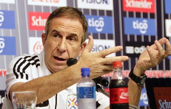 Gerardo Pelusso convocó a 17 futbolistas paraguayos que actúan en clubes extranjeros, para enfrentar a Colombia y Perú por clasificatorias