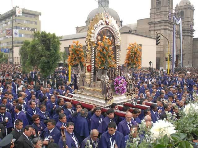 Señor de los Milagros recorre Lima en Semana Santa