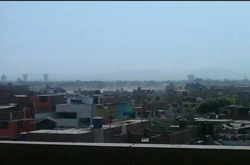 En algunas zonas del distrito de Los Olivos se generan nubes de polvo. (Foto: @chefpassoni)