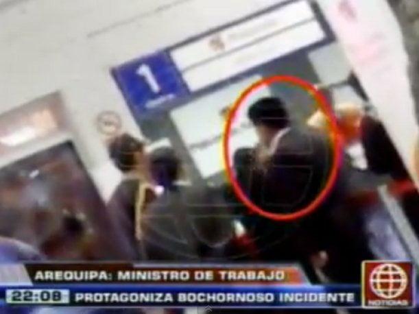 Ministro de Trabajo protagoniza bochornoso incidente en aeropuerto de Arequipa