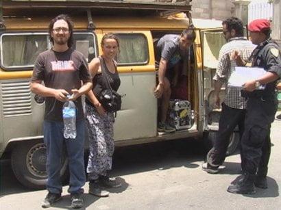 Cuatro de los jóvenes chilenos intervenidos hoy (Foto: Cortesía Radio Uno de Tacna)