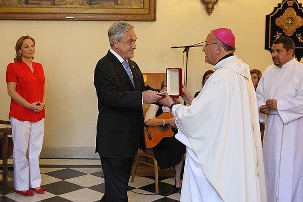 El Presidente y la Primera Dama participaron además de una misa en la capilla del Palacio de La Moneda (El Mercurio)