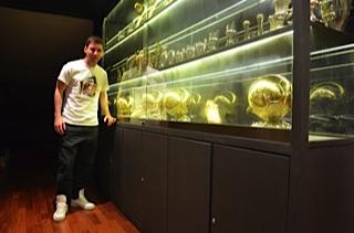 Lionel Messi publicó en Facebook una fotografía de los cuatro Balones de Oro