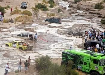 Organización del Dakar terminó antes de tiempo la competencia para autos y camiones en la etapa de hoy, debido a las creciente de los ríos.