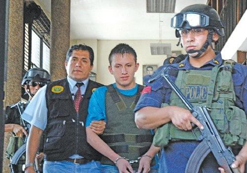 Trasladan a delincuente Gringasho (foto: Diario 16)