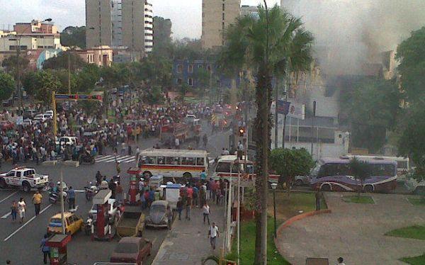 Incendio consumió local de IDAT (@diebrun940)