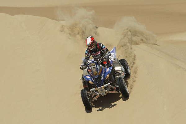 Marcos Patronelli (cuatriciclos) domina ampliamente el Rally Dakar en su categoría