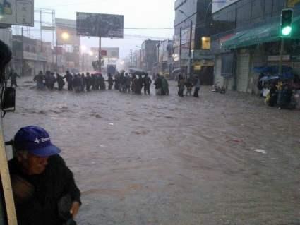 Las lluvias e inundaciones provocan cáos y muerte en Arequipa (Twitter @adolfo1308e)