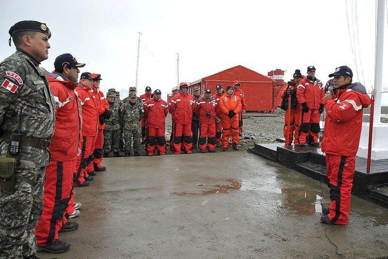 Ollanta Humala luce en pantalones cortos en la Antártida (Presidencia)