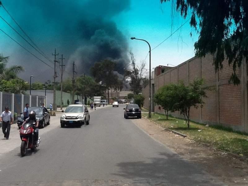 Incendio en San Juan de Lurigancho (Twitter @renko138)